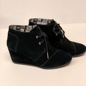 Toms Black Wedge Boots Sz 8.5